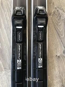 Fischer Voyager Crown Nordic Cruising Cross Country Skis 174cm + Poles Bindings